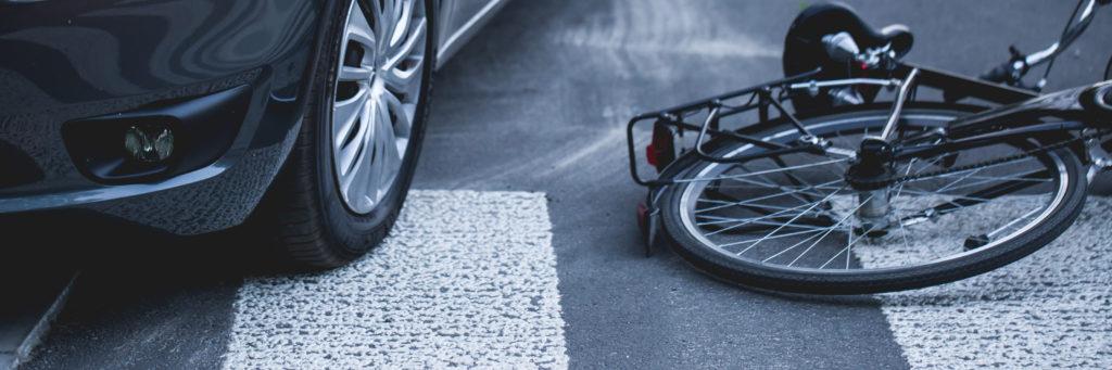 Unfall Autofahrers mit Radfahrer