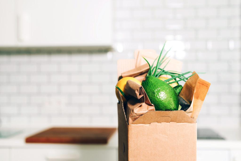 Lebensmittel- und Buchgutscheine für Bedürftige