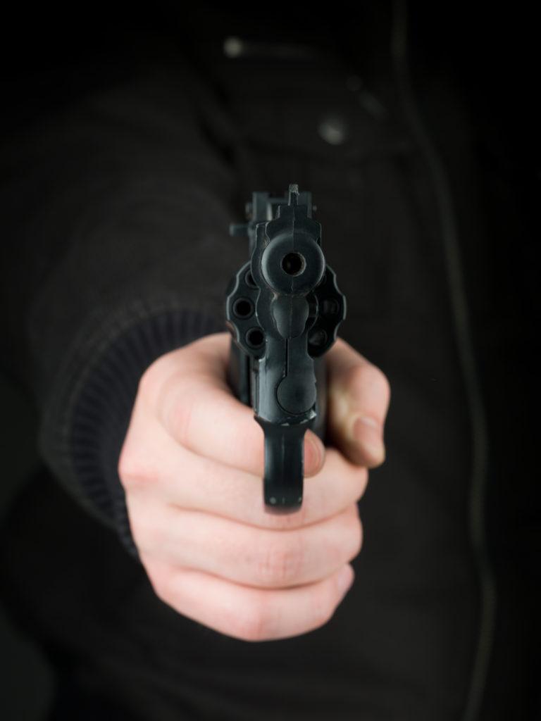 Mann droht mit Schreckschusswaffe